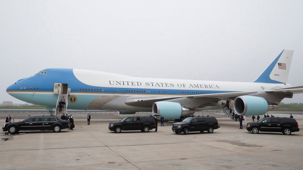 AP_presidential_motorcade_air_force_one_jt_141226_16x9_992.jpg